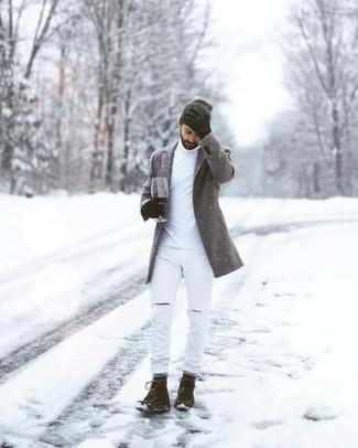 Grauen Mantel kombinieren – 680+ Herren Outfits: Vereinigen Sie einen grauen Mantel mit weißen Jeans mit Destroyed-Effekten für ein großartiges Wochenend-Outfit. Eine dunkelbraune Wildlederfreizeitstiefel bringen Eleganz zu einem ansonsten schlichten Look.
