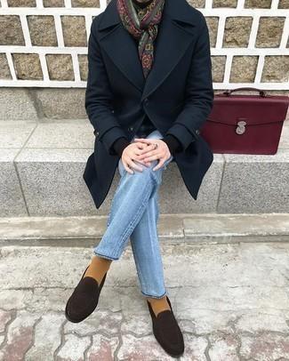 Smart-Casual kalt Wetter Outfits Herren 2020: Entscheiden Sie sich für einen dunkelblauen Mantel und einen schwarzen Rollkragenpullover, um einen eleganten, aber nicht zu festlichen Look zu kreieren.