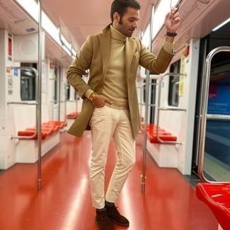 kühl Wetter Outfits Herren 2020: Erwägen Sie das Tragen von einem hellbeige Rollkragenpullover für ein sonntägliches Mittagessen mit Freunden.
