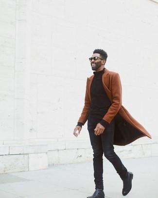 Schwarzen Rollkragenpullover kombinieren – 415 Herren Outfits kalt Wetter: Kombinieren Sie einen schwarzen Rollkragenpullover mit schwarzen Jeans für ein großartiges Wochenend-Outfit. Fühlen Sie sich mutig? Komplettieren Sie Ihr Outfit mit schwarzen Chelsea Boots aus Leder.