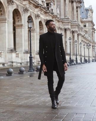 Schwarzen Rollkragenpullover kombinieren – 415 Herren Outfits kalt Wetter: Kombinieren Sie einen schwarzen Rollkragenpullover mit schwarzen Jeans für ein Alltagsoutfit, das Charakter und Persönlichkeit ausstrahlt. Schwarze Chelsea Boots aus Leder bringen klassische Ästhetik zum Ensemble.