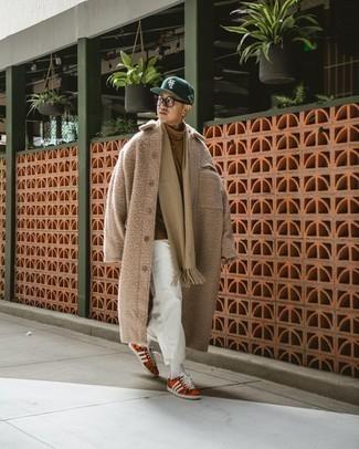 Transparente Sonnenbrille kombinieren – 500+ Herren Outfits kalt Wetter: Für ein bequemes Couch-Outfit, entscheiden Sie sich für einen camel Mantel und eine transparente Sonnenbrille. Orange bedruckte Segeltuch niedrige Sneakers sind eine großartige Wahl, um dieses Outfit zu vervollständigen.