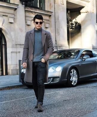 Grauen Mantel kombinieren – 500+ Herren Outfits: Kombinieren Sie einen grauen Mantel mit schwarzen Jeans, wenn Sie einen gepflegten und stylischen Look wollen. Fühlen Sie sich mutig? Vervollständigen Sie Ihr Outfit mit dunkelgrauen Chelsea Boots aus Wildleder.