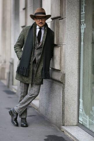 Wie kombinieren: olivgrüner Mantel, dunkelgrünes Sakko mit Schottenmuster, weißes Businesshemd, dunkelgrüne Anzughose mit Schottenmuster