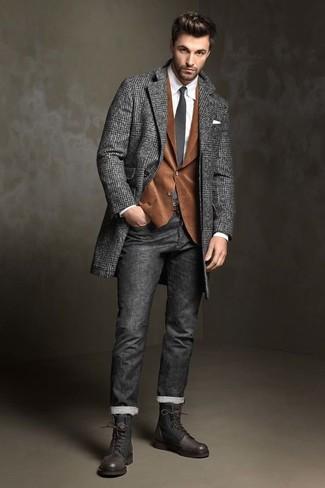 Wie kombinieren: dunkelgrauer Mantel mit Fischgrätenmuster, braunes Kordsakko, weißes Businesshemd, dunkelgraue Jeans