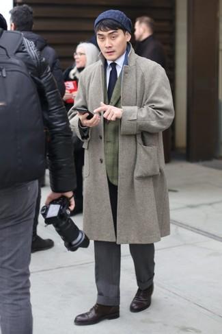 Wie kombinieren: grauer Mantel, olivgrünes Sakko mit Schottenmuster, weißes Businesshemd, graue Anzughose