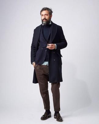 Wie kombinieren: dunkelblauer Mantel, dunkelblaues Wollsakko, dunkelblauer Pullover mit einem Rundhalsausschnitt, mintgrünes vertikal gestreiftes Langarmhemd
