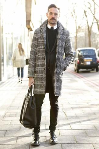 Schwarze Krawatte kombinieren: Geben Sie den bestmöglichen Look ab in einem grauen Mantel mit Hahnentritt-Muster und einer schwarzen Krawatte. Suchen Sie nach leichtem Schuhwerk? Wählen Sie eine schwarze Lederfreizeitstiefel für den Tag.