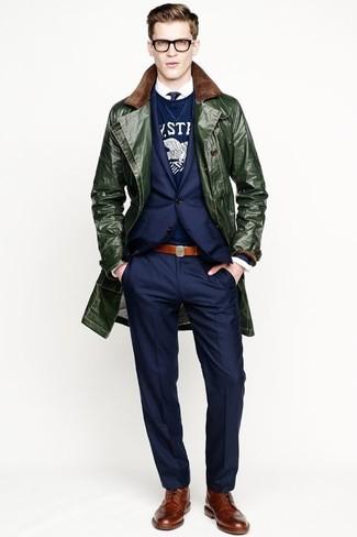 Wie kombinieren: dunkelgrüner Mantel, dunkelblaues Sakko, dunkelblauer und weißer bedruckter Pullover mit einem Rundhalsausschnitt, weißes Langarmhemd
