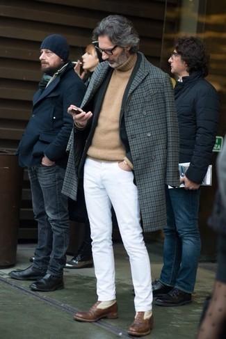 Transparente Sonnenbrille kombinieren – 107 Winter Herren Outfits: Vereinigen Sie einen grauen Mantel mit Vichy-Muster mit einer transparenten Sonnenbrille für einen entspannten Wochenend-Look. Fühlen Sie sich ideenreich? Vervollständigen Sie Ihr Outfit mit braunen Lederformellen stiefeln. Ein insgesamt sehr cooler Winter-Look.