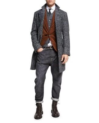 Wie kombinieren: dunkelgrauer Mantel mit Schottenmuster, rotbraunes Kordsakko, dunkelgraue Strickjacke, weißes Businesshemd