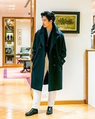 Dunkelgrünes Sakko kombinieren – 238 Herren Outfits: Kombinieren Sie ein dunkelgrünes Sakko mit einer weißen Chinohose für einen für die Arbeit geeigneten Look. Putzen Sie Ihr Outfit mit dunkelgrünen Leder Slippern.