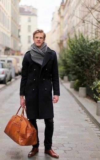 schwarzer Mantel, dunkelbraune Chelsea Stiefel aus Leder
