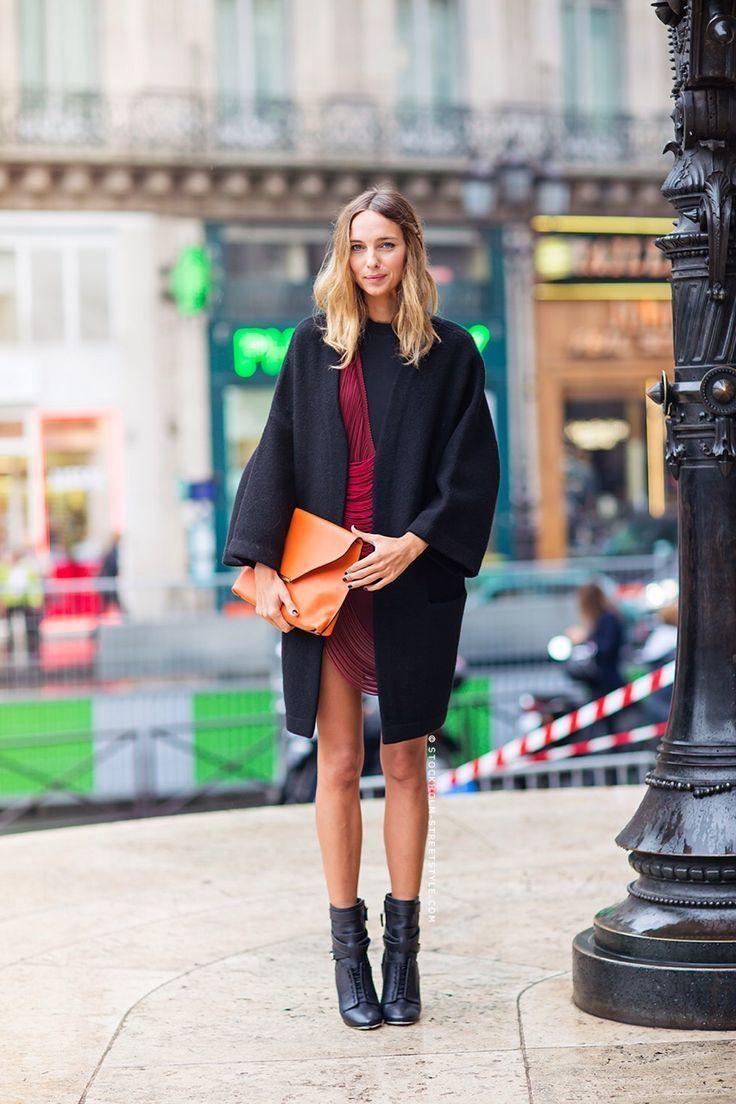 b4901063bc8a Wie schwarze Leder Stiefeletten mit roten figurbetontes Kleides zu ...