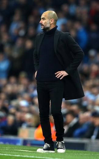 Mantel schwarzer rollkragenpullover dunkelblauer jeans schwarze large 26202
