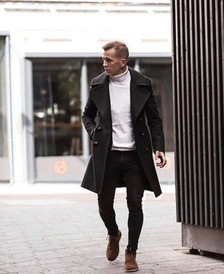 Weißen Rollkragenpullover kombinieren: Kombinieren Sie einen weißen Rollkragenpullover mit schwarzen engen Jeans für ein sonntägliches Mittagessen mit Freunden. Eine braune Wildlederfreizeitstiefel sind eine einfache Möglichkeit, Ihren Look aufzuwerten.