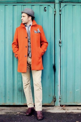 Dunkelgraues Einstecktuch mit Schottenmuster kombinieren: trends 2020: Ein orange Mantel und ein dunkelgraues Einstecktuch mit Schottenmuster sind das Outfit Ihrer Wahl für faule Tage. Fühlen Sie sich mutig? Vervollständigen Sie Ihr Outfit mit lila Doppelmonks aus Leder.