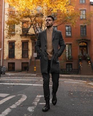 Dunkelgraue Chinohose kombinieren – 500+ Herren Outfits kalt Wetter: Die Paarung aus einem dunkelgrauen Mantel mit Karomuster und einer dunkelgrauen Chinohose ist eine großartige Wahl für einen Tag im Büro. Dieses Outfit passt hervorragend zusammen mit einer schwarzen Lederfreizeitstiefeln.