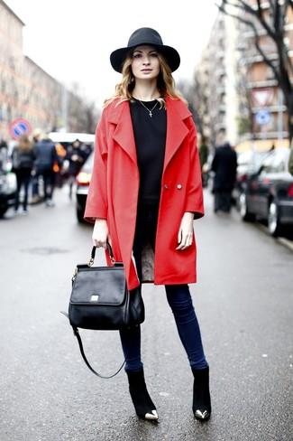 Wie schwarzen Hut mit roten Mantels zu kombinieren (6