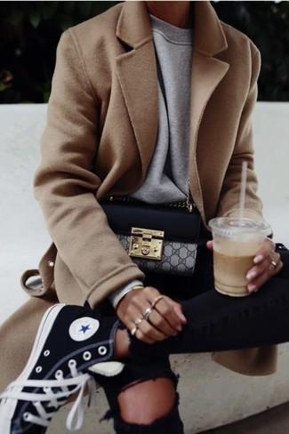 Erwägen Sie das Tragen von einem grauen sweatshirt für damen von KIOMI und schwarzen engen jeans mit destroyed-effekten für einen entspannten Wochenend-Look. Schwarze hohe sneakers aus segeltuch leihen Originalität zu einem klassischen Look.