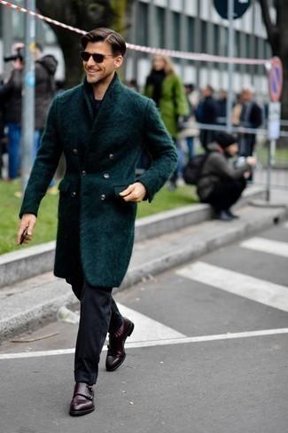 Dunkelgraue Chinohose kombinieren – 500+ Herren Outfits kalt Wetter: Kombinieren Sie einen dunkeltürkisen Mantel mit einer dunkelgrauen Chinohose für Drinks nach der Arbeit. Schalten Sie Ihren Kleidungsbestienmodus an und machen dunkelroten Doppelmonks aus Leder zu Ihrer Schuhwerkwahl.