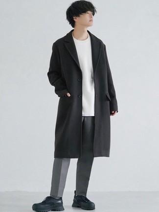 Schwarzen Mantel kombinieren – 834+ Herren Outfits: Kombinieren Sie einen schwarzen Mantel mit einer grauen Chinohose für Drinks nach der Arbeit. Wenn Sie nicht durch und durch formal auftreten möchten, entscheiden Sie sich für schwarzen Sportschuhe.