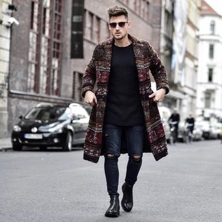 Dunkelroten Mantel kombinieren: trends 2020: Entscheiden Sie sich für einen dunkelroten Mantel und dunkelblauen enge Jeans mit Destroyed-Effekten für ein großartiges Wochenend-Outfit. Komplettieren Sie Ihr Outfit mit schwarzen Chelsea-Stiefeln aus Leder, um Ihr Modebewusstsein zu zeigen.