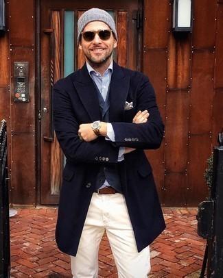 Herren Outfits 2020: Paaren Sie einen dunkelblauen Mantel mit einer dunkelblauen Weste, um vor Klasse und Perfektion zu strotzen.