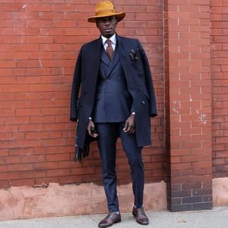 Wie kombinieren: dunkelblauer Mantel, dunkelblaues Zweireiher-Sakko, dunkelblaue Anzughose, braune Leder Oxford Schuhe