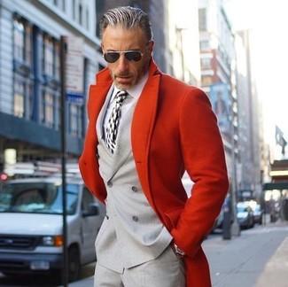 Wie kombinieren: roter Mantel, graues Zweireiher-Sakko, weißes Businesshemd, graue Anzughose