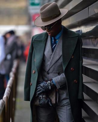 Wie kombinieren: dunkelgrüner Mantel, graues Zweireiher-Sakko, blaues Businesshemd, graue Anzughose