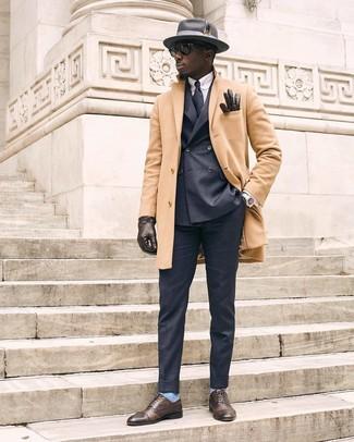 Dunkelbraune Lederhandschuhe kombinieren: trends 2020: Entscheiden Sie sich für einen camel Mantel und dunkelbraunen Lederhandschuhe für einen entspannten Wochenend-Look. Wählen Sie dunkelbraunen Leder Oxford Schuhe, um Ihr Modebewusstsein zu zeigen.