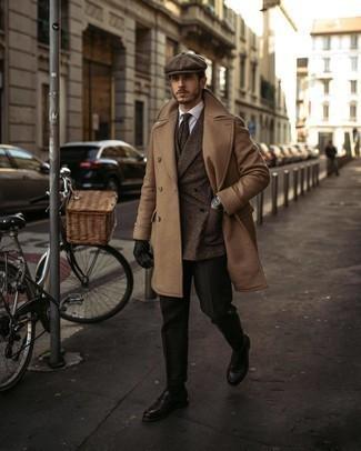 Braune Schiebermütze kombinieren – 58 Herren Outfits: Paaren Sie einen camel Mantel mit einer braunen Schiebermütze für einen entspannten Wochenend-Look.