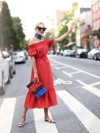 Mehrfarbige Leder Sandaletten kombinieren: trends 2020: Erwägen Sie das Tragen von einem roten Midikleid, um vor Charme und Casual-Perfektion zu strotzen. Ergänzen Sie Ihr Look mit mehrfarbigen Leder Sandaletten.