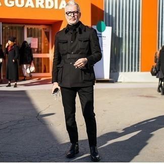 Chinohose kombinieren – 500+ Herren Outfits: Kombinieren Sie eine schwarze Militärjacke mit einer Chinohose, um einen lockeren, aber dennoch stylischen Look zu erhalten. Eine schwarze Lederfreizeitstiefel sind eine perfekte Wahl, um dieses Outfit zu vervollständigen.