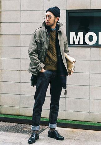 Blaues Jeanshemd kombinieren: Kombinieren Sie ein blaues Jeanshemd mit dunkelblauen Jeans, um mühelos alles zu meistern, was auch immer der Tag bringen mag. Entscheiden Sie sich für dunkelgrünen Leder Derby Schuhe, um Ihr Modebewusstsein zu zeigen.