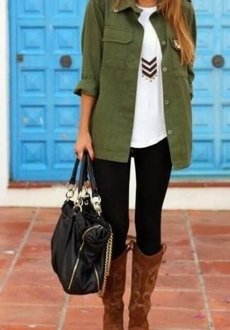 Braune kniehohe Stiefel aus Wildleder kombinieren – 6 Casual Damen Outfits: Um ein super lässiges Alltags-Outfit zu schaffen, brauchen Sie nur eine dunkelgrüne Militärjacke und schwarzen Leggings. Wählen Sie braunen kniehohe Stiefel aus Wildleder, um Ihr Modebewusstsein zu zeigen.