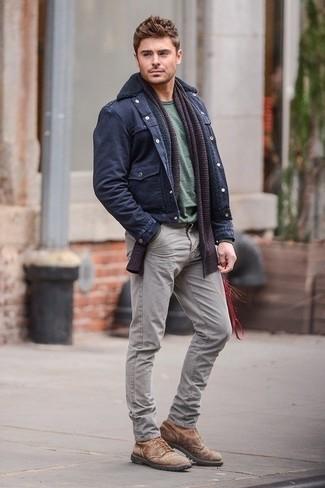 Militaerjacke t shirt mit rundhalsausschnitt jeans stiefel schal large 1308