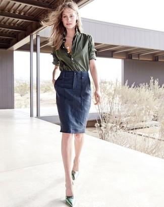 Etwas Einfaches wie die Wahl von einem olivgrünen businesshemd und einem dunkelblauen bleistiftrock kann Sie von der Menge abheben. Grüne leder pumps fügen sich nahtlos in einer Vielzahl von Outfits ein.