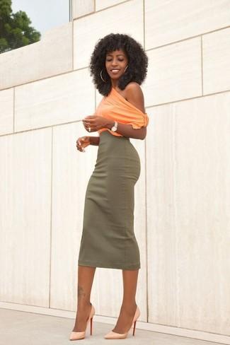 Welche Midiröcke mit gelber Pumps zu tragen: trends 2020: Ein orange ärmelloses Oberteil und ein Midirock sind absolut Casual-Basics und können mit einer Vielzahl von Kleidungsstücken kombiniert werden. Gelbe Pumps sind eine perfekte Wahl, um dieses Outfit zu vervollständigen.
