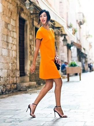 Orangefarbenes kleid