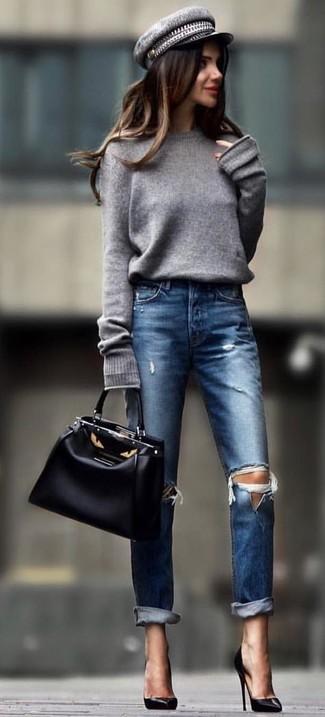 Zeigen Sie Ihre verspielte Seite mit einem grauen oversize pullover und einer schiebermütze. Fügen Sie schwarzen leder pumps für ein unmittelbares Style-Upgrade zu Ihrem Look hinzu.