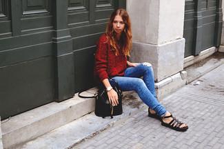 Für ein bequemes Couch-Outfit, erwägen Sie das Tragen von einem roten Strick Oversize Pullover und blauen engen Jeans mit Destroyed-Effekten. Bringen Sie die Dinge durcheinander, indem Sie schwarzen Römersandalen aus Leder mit diesem Outfit tragen.