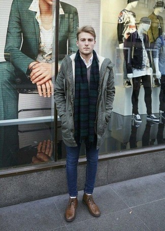 grauer Pullover mit einem V-Ausschnitt von Merc of London