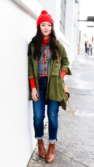 Wie kombinieren: olivgrüner Parka, roter Rollkragenpullover, mehrfarbiges Businesshemd mit Schottenmuster, blaue Jeans