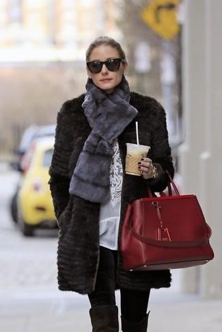 Olivia Palermo trägt Schwarzer Pelz, Weiße Spitze Langarmbluse, Schwarze Leggings, Schwarze Overknee Stiefel aus Wildleder