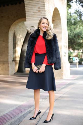 Kombinieren Sie eine schwarze pelzjacke mit einem schwarzen ausgestelltem rock, um einen lockeren, aber dennoch stylischen Look zu erhalten. Schwarze leder pumps von Anna Field sind eine perfekte Wahl, um dieses Outfit zu vervollständigen.