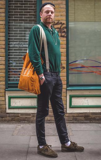 Olivgrüne Wildleder niedrige Sneakers kombinieren: trends 2020: Erwägen Sie das Tragen von einem dunkelgrünen Polo Pullover und einer dunkelgrauen Chinohose für Ihren Bürojob. Wenn Sie nicht durch und durch formal auftreten möchten, wählen Sie olivgrünen Wildleder niedrige Sneakers.