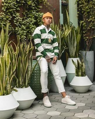Weiße und grüne Leder niedrige Sneakers kombinieren – 108 Herren Outfits: Kombinieren Sie einen weißen und grünen horizontal gestreiften Polo Pullover mit weißen Jeans mit Destroyed-Effekten für ein großartiges Wochenend-Outfit. Vervollständigen Sie Ihr Look mit weißen und grünen Leder niedrigen Sneakers.