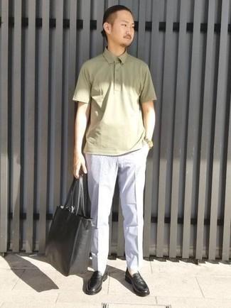 Goldene Uhr kombinieren – 500+ Herren Outfits: Kombinieren Sie ein olivgrünes Polohemd mit einer goldenen Uhr für einen entspannten Wochenend-Look. Fühlen Sie sich ideenreich? Komplettieren Sie Ihr Outfit mit schwarzen Leder Slippern.
